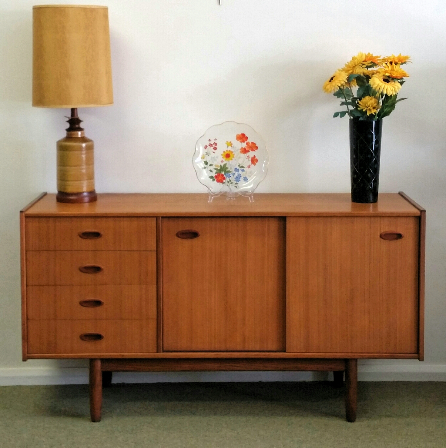 retro sideboard buffet teak retrostyle furniture. Black Bedroom Furniture Sets. Home Design Ideas